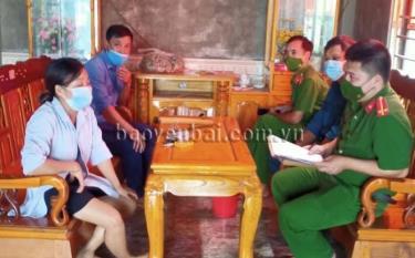 Tổ công tác lập biên bản và xử phạt vi phạm hành chính đối với Hoàng Văn H., trú tại thôn Phú Thôn, xã Yên Phú, huyện Văn Yên với mức tiền 5 triệu đồng.