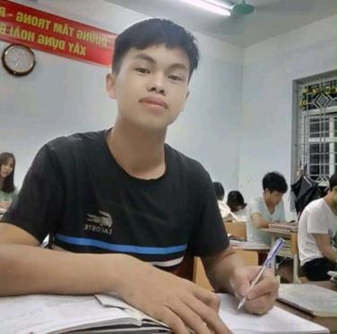 Năm lớp 12, Hạng Mí Ly giành giải nhì học sinh giỏi môn Sử cấp tỉnh và đạt danh hiệu học sinh giỏi của trường. Ảnh: Nhân vật cung cấp
