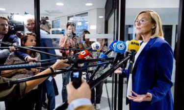 Ngoại trưởng Hà Lan Sigrid Kaag từ chức để chịu trách nhiệm cho chính sách thiếu hiệu quả của chính phủ về tình hình Afghanistan.