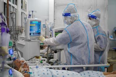 Gần 5.400 ca COVID-19 nặng đang điều trị.