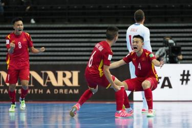 Tuyển futsal Việt Nam vượt qua vòng bảng sau trận hòa 1-1 trước CH Séc tối 19-9.