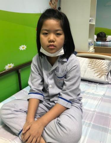 Em Nguyễn Khánh Linh là học sinh lớp 5E, Trường Tiểu học Kim Đồng, thành phố Yên Bái đang điều trị tại Viện Huyết học và Truyền máu Trung ương.