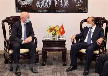 Chủ tịch nước Nguyễn Xuân Phúc tiếp Chủ tịch Liên đoàn Bóng đá Thế giới (FIFA) Gianni Infantino.