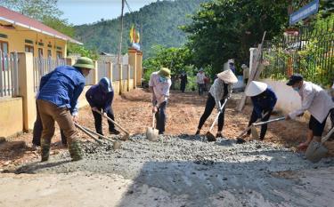 Nhân dân xã Phong Dụ Thượng bê tông hóa đường giao thông nông thôn.