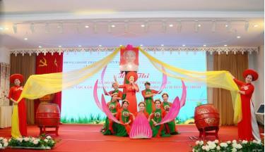 Hội viên Chi hội Phụ nữ Trường Mầm non Yên Ninh tham gia Hội thi cán bộ quản lý, giáo viên, nhân viên làm theo tư tưởng, đạo đức, phong cách Hồ Chí Minh năm 2019 do Phòng Giáo dục và Đào tạo thành phố Yên Bái tổ chức.
