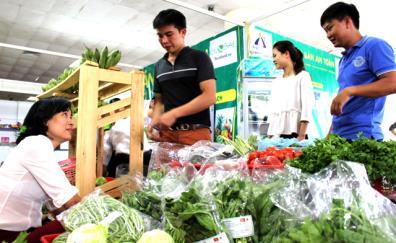 Các phiên chợ nông sản an toàn giới thiệu sản phẩm đến người tiêu dùng.