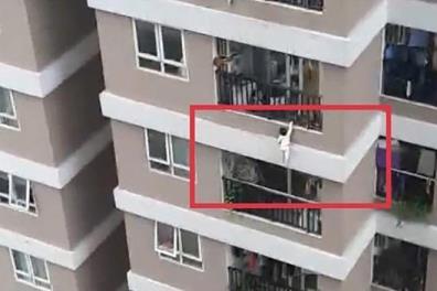 Chung cư - nơi bé gái rơi từ tầng 12 xuống, nhưng may mắn không nguy hiểm đến tính mạng.