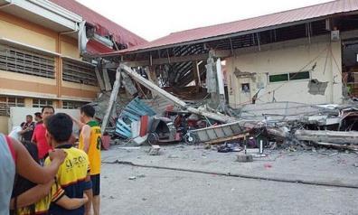 Một ngôi nhà tại tỉnh Pampanga đổ sập sau trận động đất chiều 22/4.