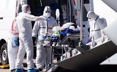 Số ca tử vong do COVID-19 ở Pháp lên hơn 8.900 người