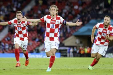 Croatia ghi tên mình vào vòng 1/8 khi đánh bại Scotland 3-1.