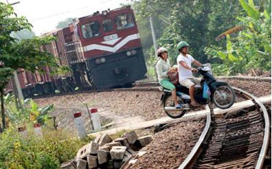 Các lối đi tự mở cắt ngang đường sắt tiềm ẩn nhiều nguy cơ mất an toàn giao thông