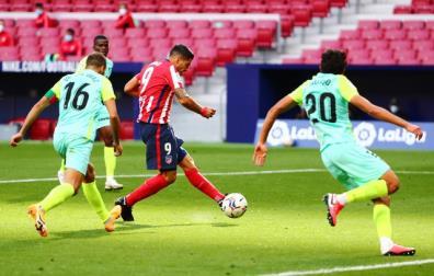 Luis Suarez lập cú đúp trong chiến thắng của Atletico trước Granada