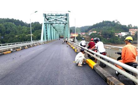 Dự kiến đến ngày 30/9, cầu Yên Bái thông cầu trở lại.
