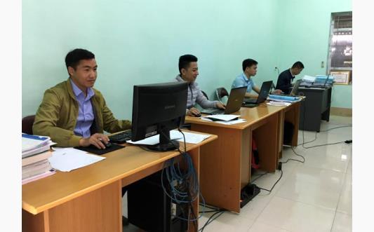 Nhân viên công tác xã hội, Trung tâm Công tác xã hội và Bảo trợ xã hội tỉnh thu thập thông tin, tư vấn trực tiếp tại cộng đồng.