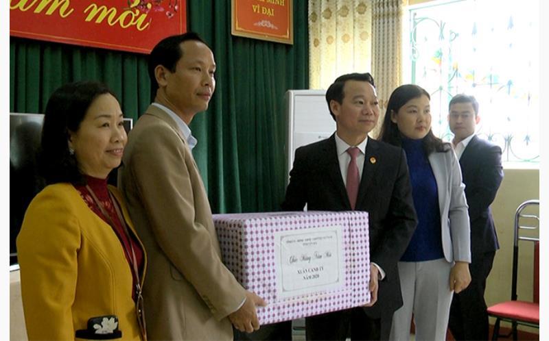 Chủ tịch UBND tỉnh Đỗ Đức Duy chúc Tết tại Trung tâm Công tác xã hội và Bảo trợ xã hội tỉnh.